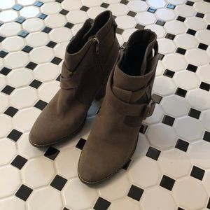 Dolce Vida brown faux suede ankle boots. Size 7.